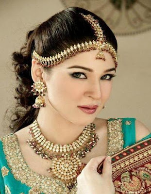 Ayesha Omar hot