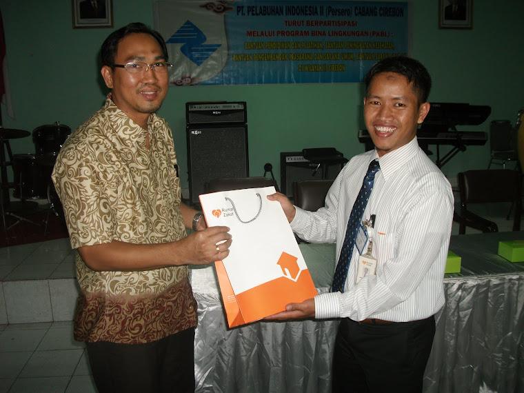 Penerimaan Beasiswa Ceria Dari PT Pelindo II Cabang Cirebon