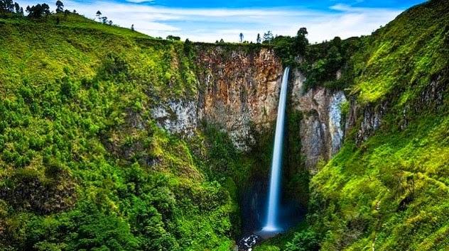 Wisata Alam Air Terjun Sipiso-Piso Karo