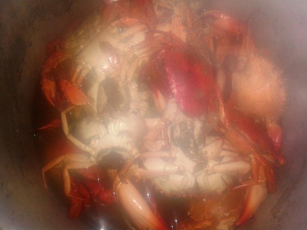 Kepiting di dalam panci