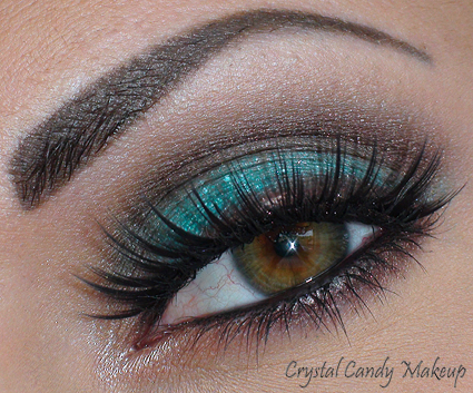 Aqua Cream #21 Turquoise Make Up For Ever, Sweet Heat MAC, Mulch MAC, Brule MAC, Aqua Eyes #10 Noir Make Up For Ever, Penultimate Brow Marker MAC, Charcoal Brown MAC, Faux-cils/Falsies S218 After