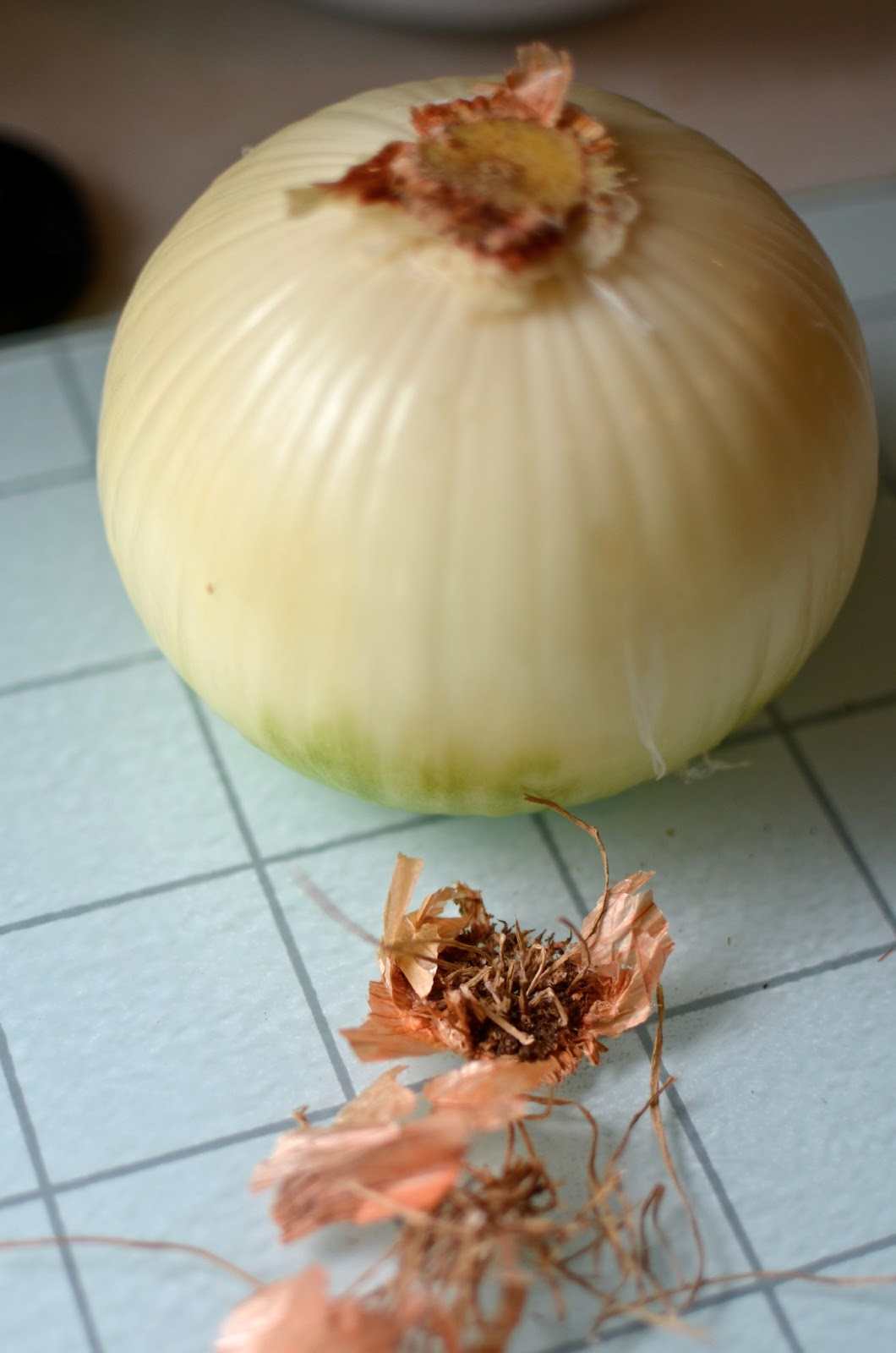 how to cut an onion into a blooming onion