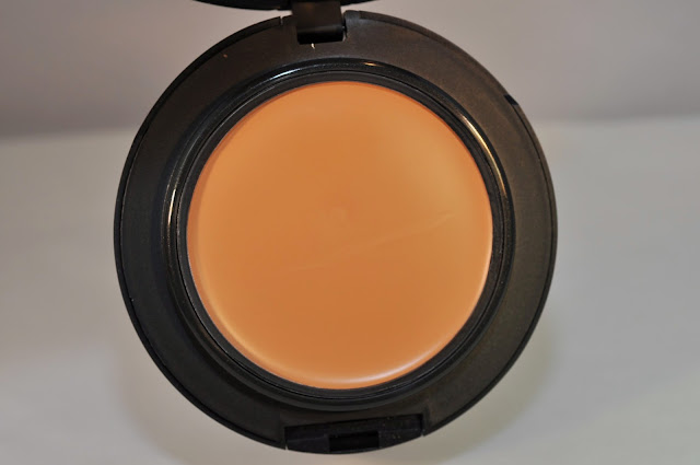MAC Pro Longwear Compact Foundation SPF 20 in NC 35