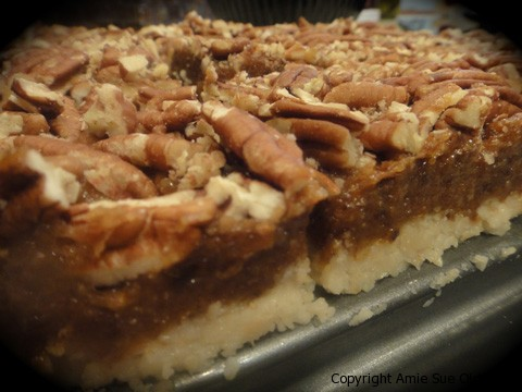 Veganess Eats: Pecan Pie Bars (RAW)
