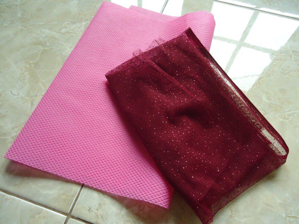 kain yang saya gunakan adalah kain tile dan kain untuk bungkus kado ...