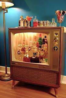 Móvel bar, em formato de televisão