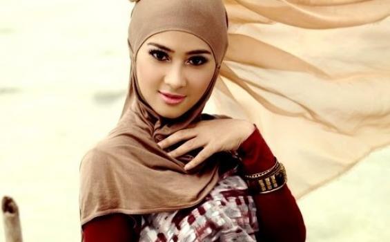 Wanita Berjilbab Tercantik Di Dunia
