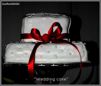 image Gâteau à étage rouge et blanc