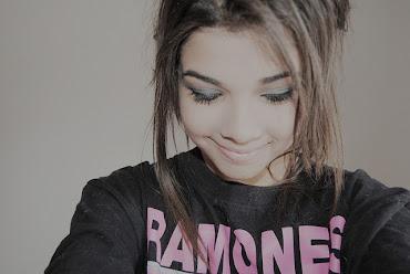 Sonríe, hazle saber al mundo que hoy eres más que ayer