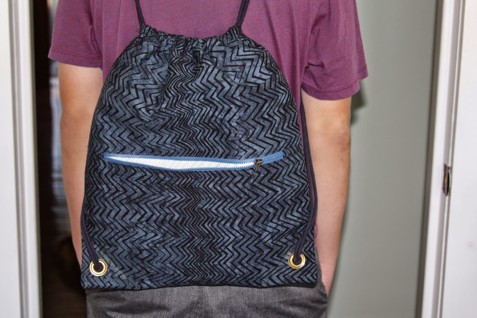 http://www.lovequilting.com/shop/free-lovequilting-com-exclusive/string-backpack-fully-lined-zippered-outside-pocket/