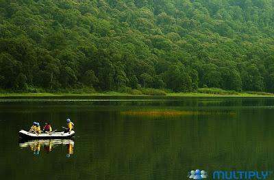 Indahnya Danau Parahyangan Gunung Tangkupan Perahu