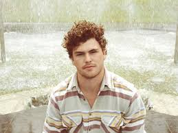 Vance Joy lança clipe de Fire and the Flood