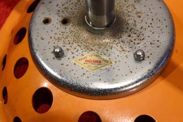 chicbaazar objets vintage 50 60 70 tabouret mirima tracteur orange. Black Bedroom Furniture Sets. Home Design Ideas