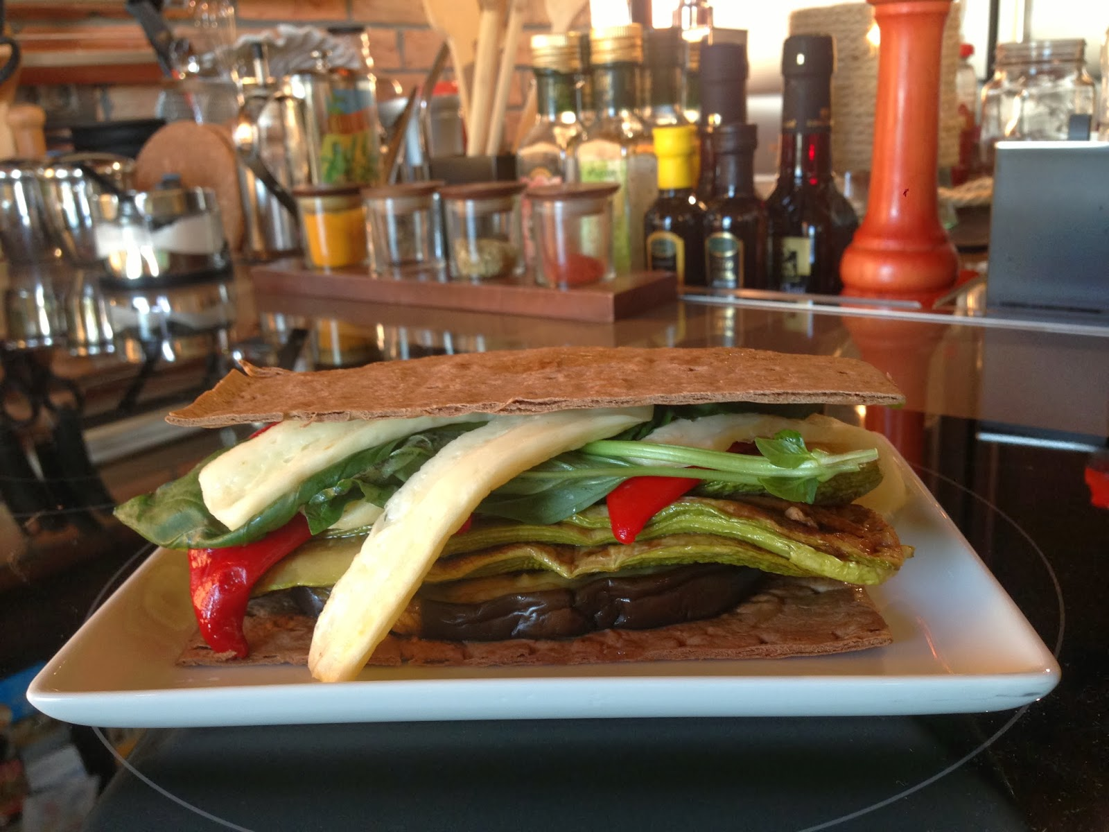 Izgara Hellim Peynirli Sebzeli Sandviç