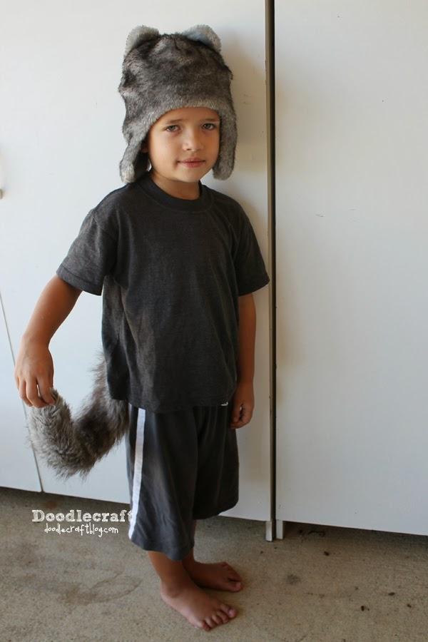 http://www.doodlecraftblog.com/2014/10/faux-fur-wolf-tail.html