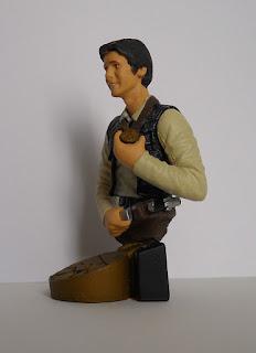 figura de Han Solo con la medalla al valor de la alianza galáctica