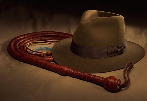 Imagen con el sombrero y el látigo de Indiana Jones