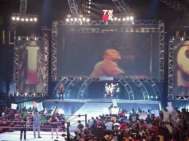مشاهدة عرض الرو الاخير بث مباشر اون لاين اليوم 24-11-2014 كامل> WWE Monday Night Raw live  WWF_Raw_Is_War_Stage