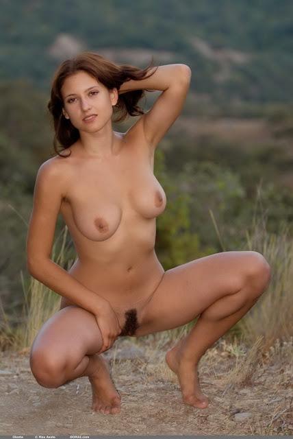 Chicas desnudas en campos de golf