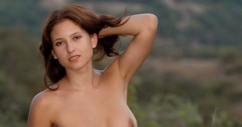 Gimnasta libre desnuda desnuda