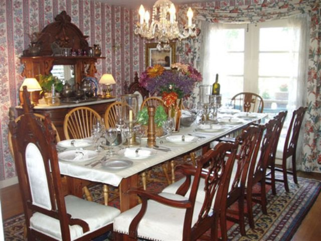 Vakakas for Victorian dining room