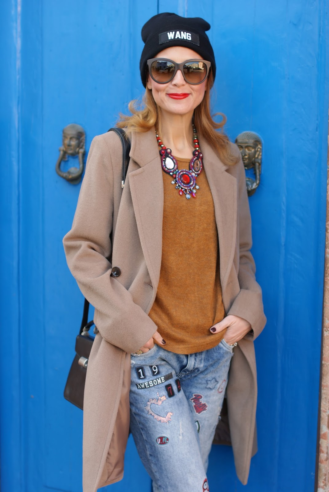 How to wear a camel boyfriend coat, my Kiabi coat, Mismash blouse, Wang beanie on Fashion and Cookies fashion blog, fashion blogger style