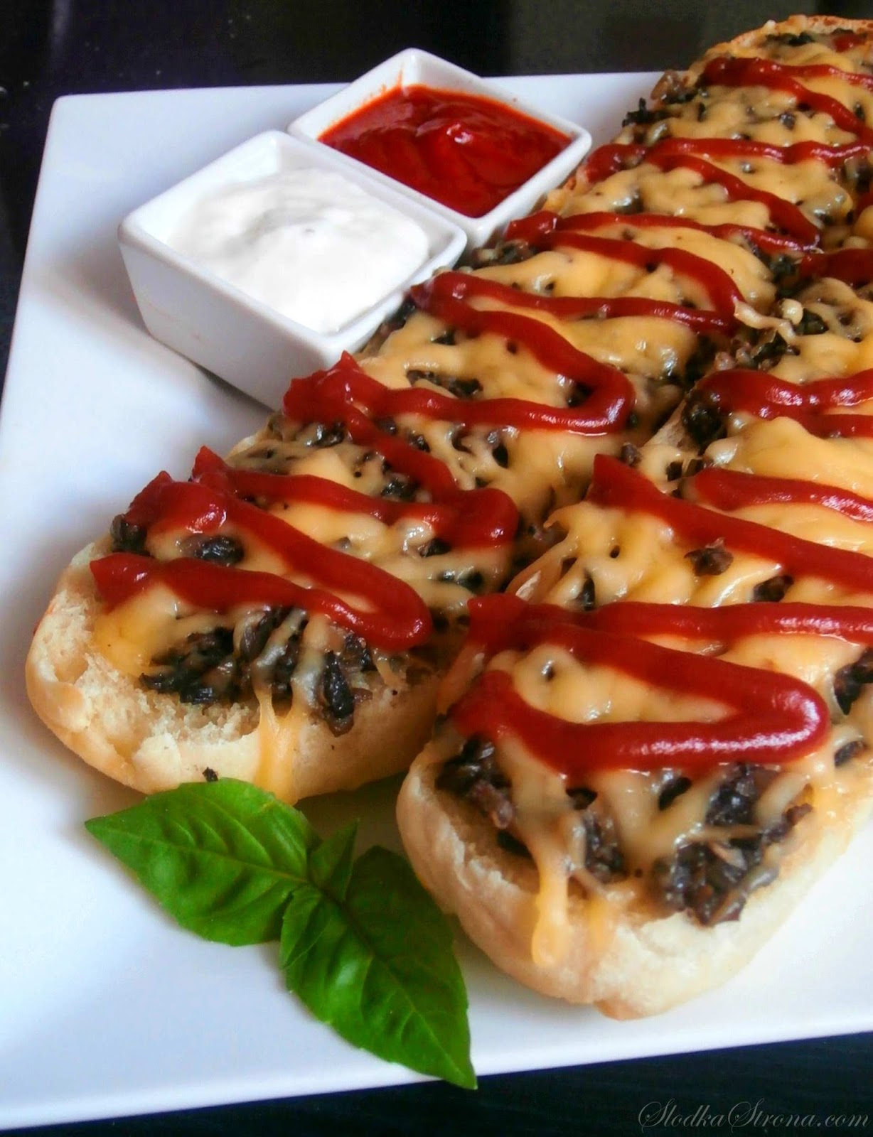 Tradycyjne Zapiekanki z Pieczarkami - Przepis - Słodka Strona