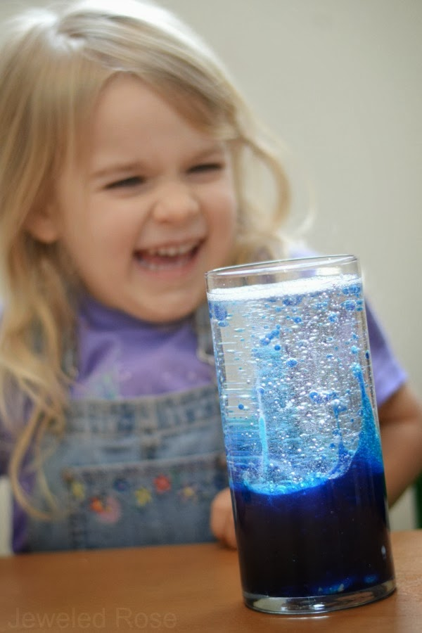 Make a lava lamp- super simple fun!
