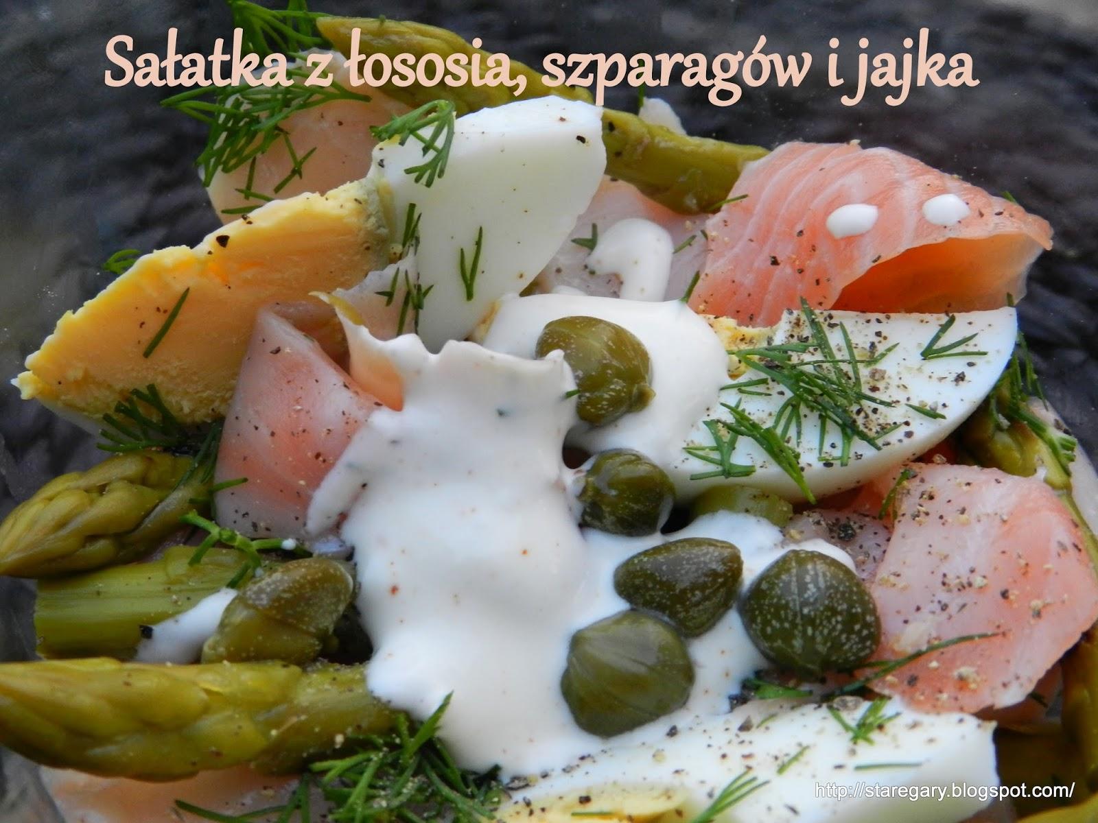 Sałatka z łososia, szparagów i jajka