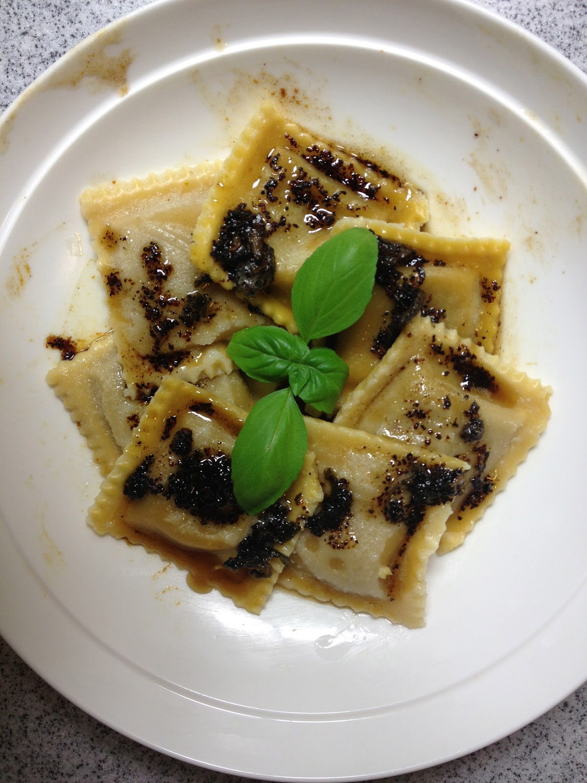 La Vegan Exquise: Pumpkin Ravioli with Sage Browned Butter Sauce
