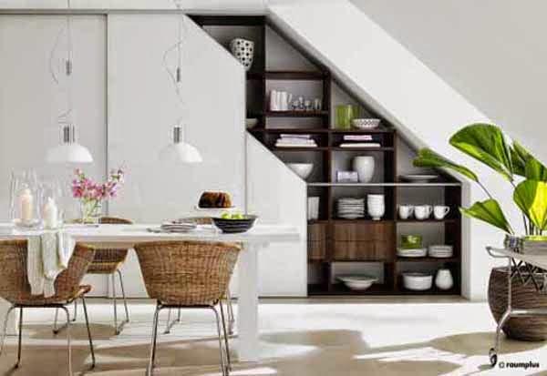 espacios debajo de escaleras