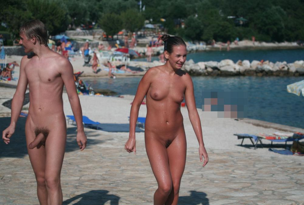 Rock hard curved cock at nude beach - XVIDEOSCOM