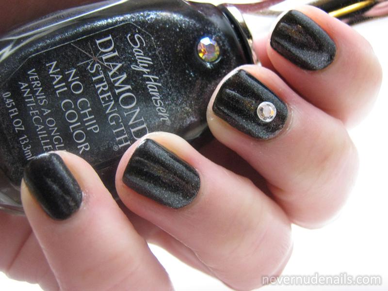 Never Nude Nails: Sally Hansen Black Diamonds