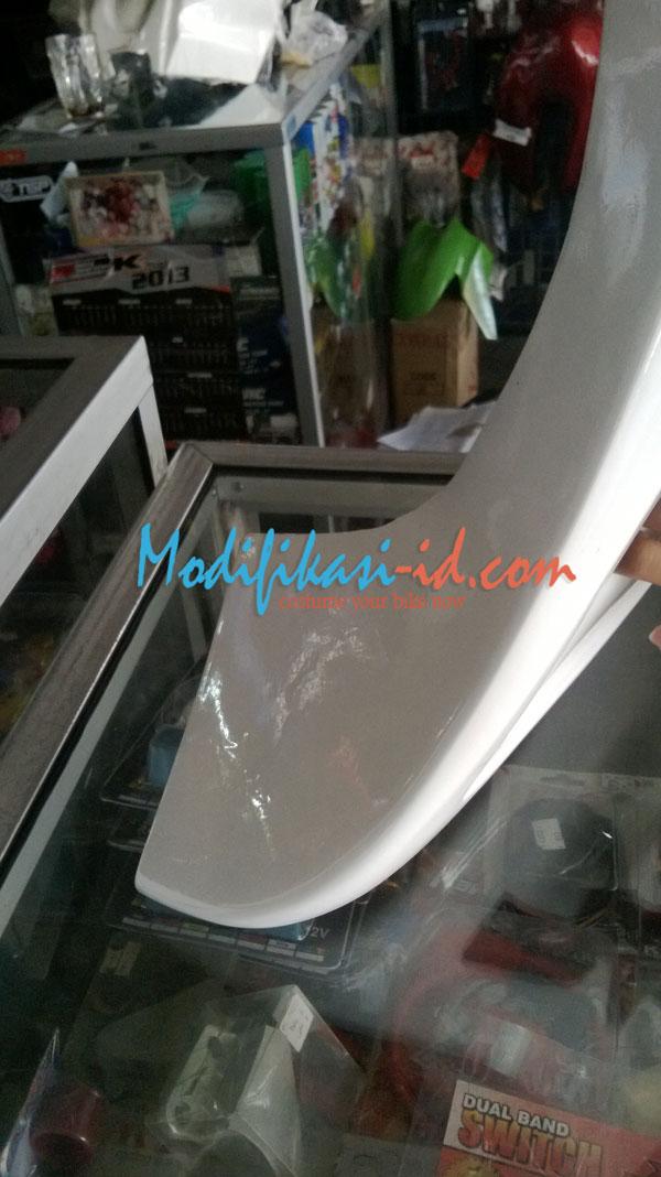 Fairing CB150R Putih lis Biru