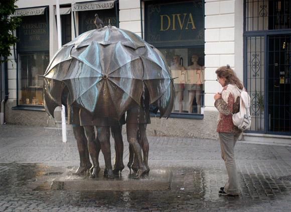 """Фонтан """"Девушки под дождем"""""""