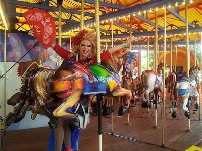 Drag queen Tchaka, madrinha do Gay Day, chega ao parque em Vinhedo (Foto: Bruna Stuppiello)