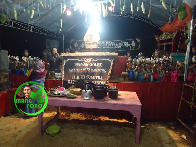 Ruwatan Bumi di Dusun Gardu. Dalang Ruwat mulai meruwat