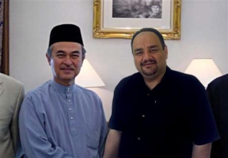 د. الطوخي مع السيد عبد الله بدوي رئيس وزراء ماليزيا الأسبق