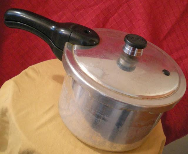 cocotte-minute, cocotte-pression, autocuiseur, autoclave, Presto, vapeur, ustensile de cuisine, casserole