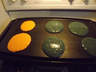 dye half the cakes green