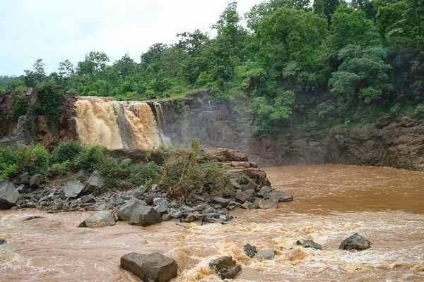 Gira waterfall, saputara