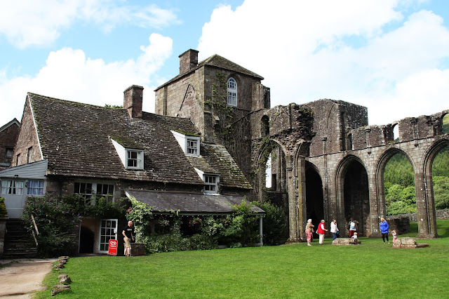 llanthony priory wales