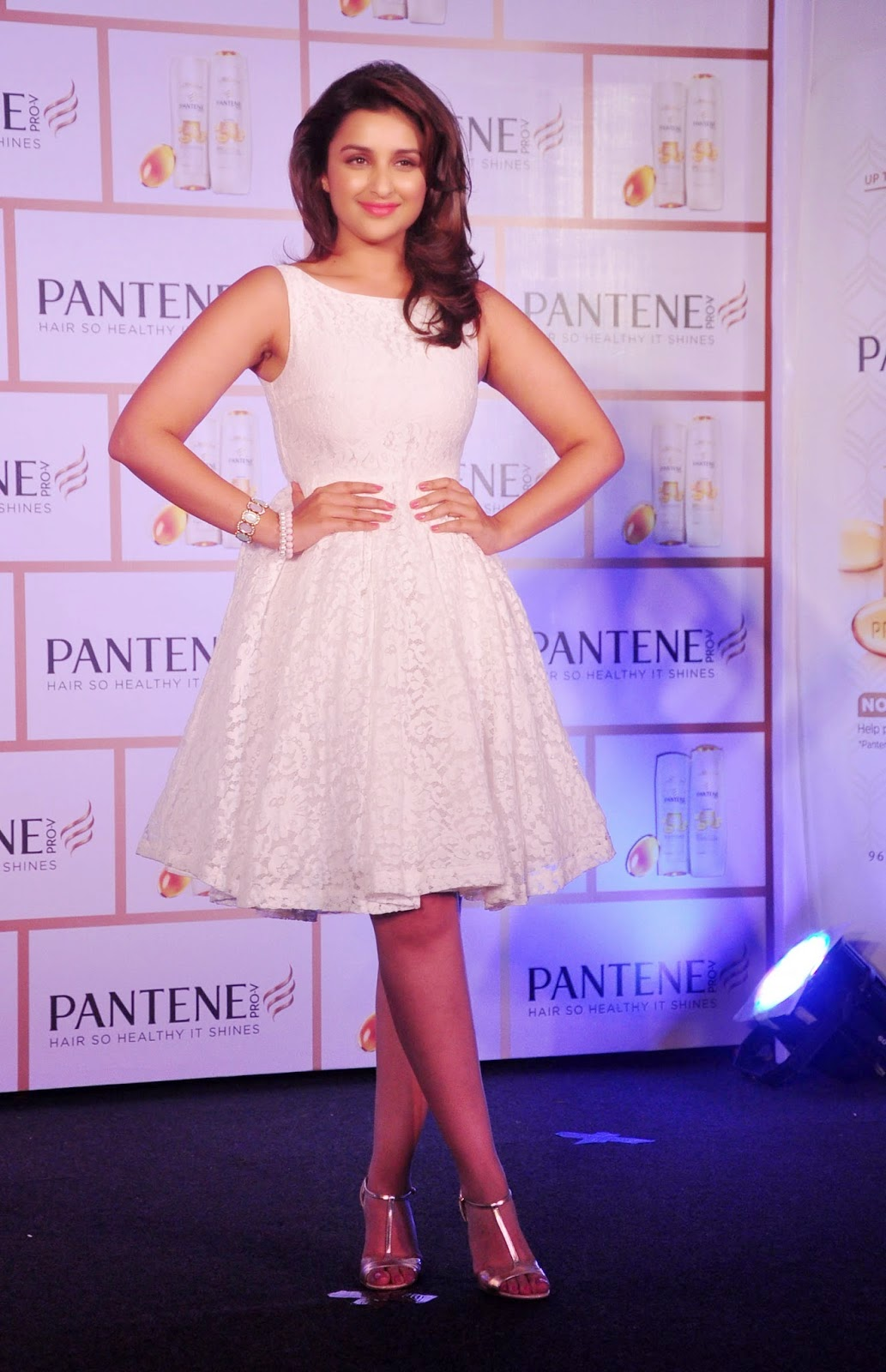 parineeti chopra hot wallpapers in mini skirt