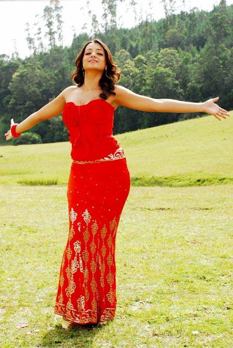 trisha red gown actress pics