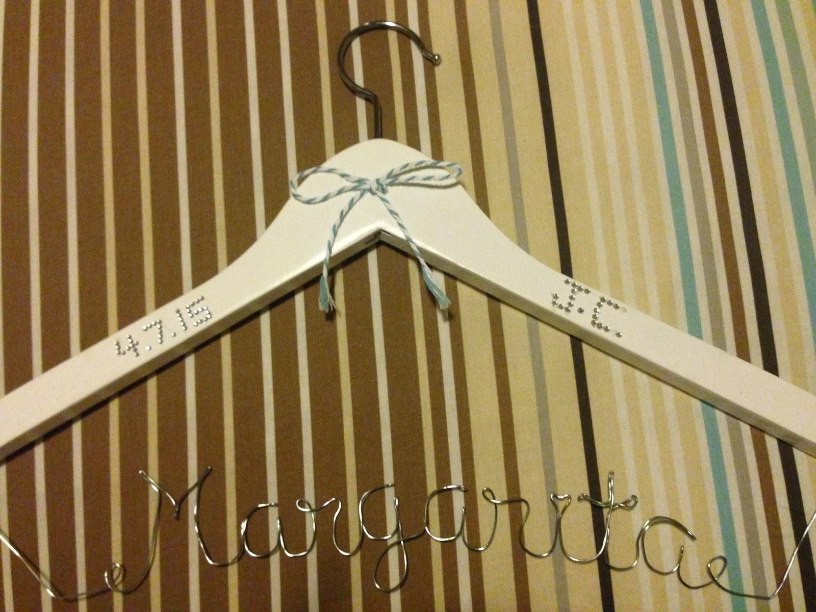 Blog de bodas - Yo dire que si: Tutorial: DIY Perchas Personalizadas ...