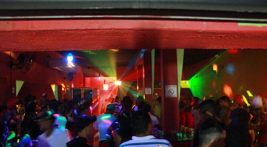 Sonorização e iluminação com DJ - Contato: 31 8809-4166 31 9425-5375/ Nathalia e Robert