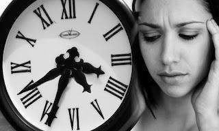 Los turnos de trabajo pueden resultar más peligrosos para nuestra salud de lo que se creía hasta ahora, ha revelado un estudio realizado por investigadores daneses y alemanes. Según ellos, el desequilibrio que se produce en el reloj biológico interno al trabajar de noche puede repercutir directamente en la configuración genética de los trabajadores, lo que provocaría distintos trastornos metabólicos y fisiológicos a largo plazo. Durante la investigación, que trató concretamente sobre la influencia de los turnos de trabajo, la calidad del sueño y la nutrición en los trastornos del metabolismo y la actividad genética, científicos de la Universidad Christian