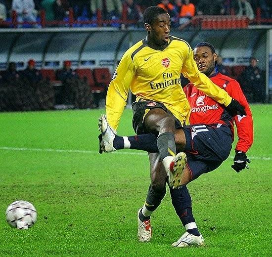 smešna slika: dva fudbalera u duelu