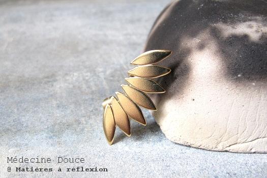 Boucles d'oreilles Medecine douce earcuff doré javelot feuilles laiton doré