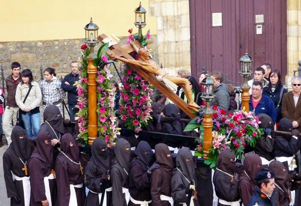 Cristo de la Esperanza de la iglesia de San Francisco de la Vega. Procesión del Santo Cristo del Perdón. Martes Santo. León. Foto G. Márquez.